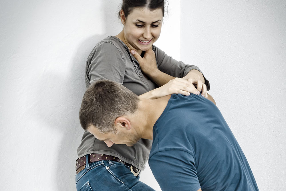 Knee to stomach for 4 Week Self Defence Course Gift Certificate